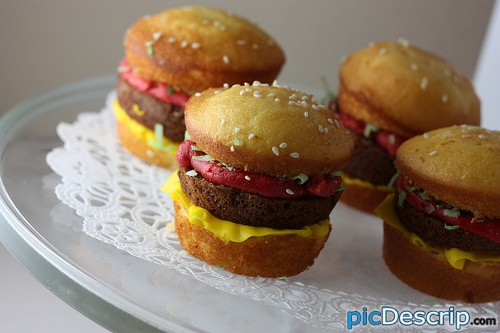 picDescrip.com - Photography and Art - What are those? Cheeseburgers...? No?CUPCAKES!