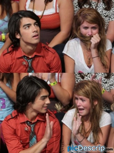 picDescrip.com - Celebrities - Joe: What's that?Girl: OMFG! Joe JONAS! I'm gonna explode.Joe: Oh hey! High five.Girl: OhEmGee.