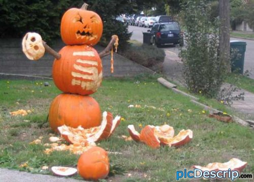 picDescrip.com - Strange - its a snow man...made out of pumpkins...and about four thousand times more creepy