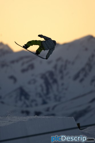 picDescrip.com - Sports - Snowboarding